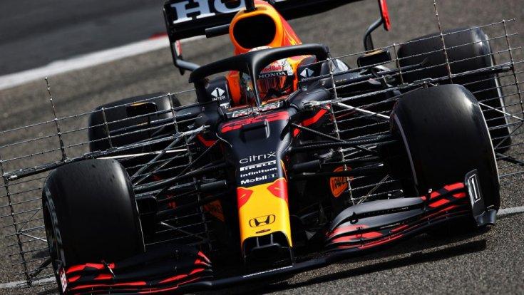 Verstappen és a Red Bull menet közben Bahreinben