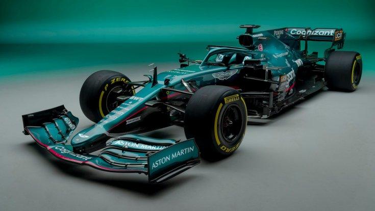 Az új Aston Martin oldalról