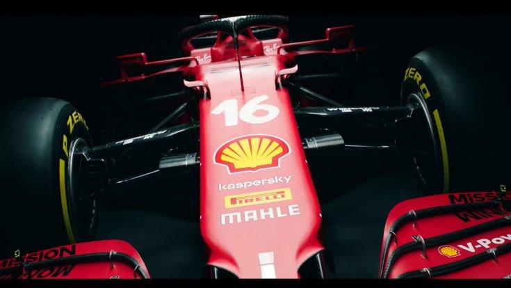 A Scuderia Ferrari 2021-es autója, az SF21-es autója szemből