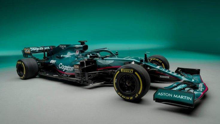 Az új Aston Martin autója oldalról