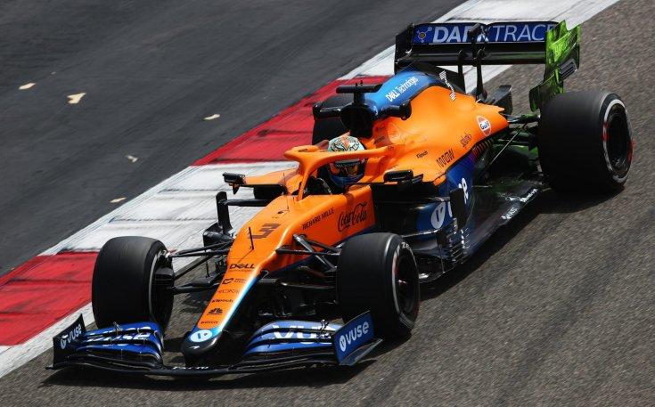 Daniel Ricciardo és a McLaren menet közben