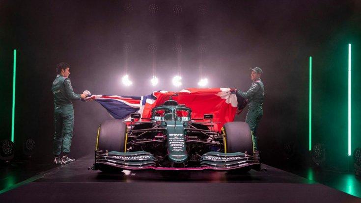 Az új Aston Martin bemutatója Lance Stroll és Sebastian Vettel
