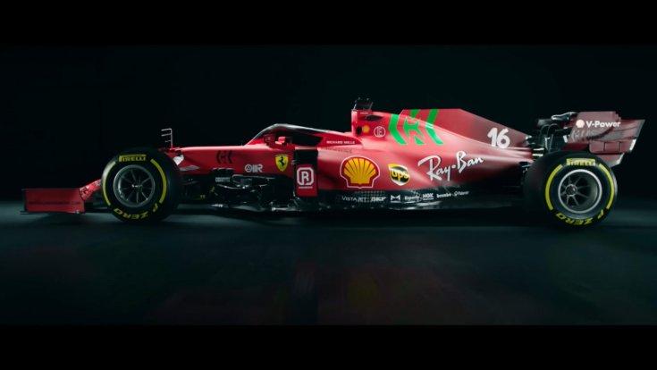 A Scuderia Ferrari 2021-es autója, az SF21-es autója oldalról