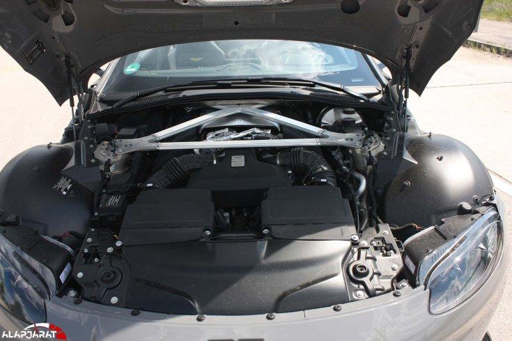Aston Martin Vantage motortér