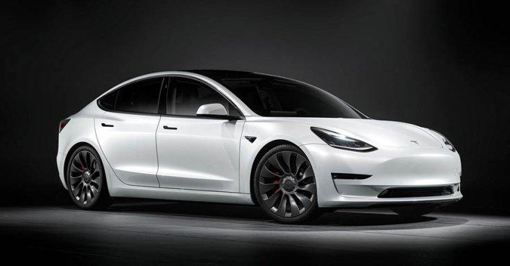 Tesla Model 3 szemből