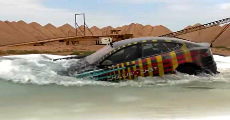víz alá merülő Tesla Model S