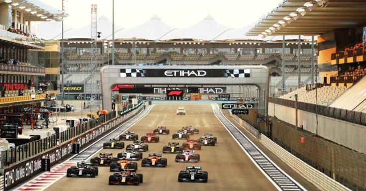Forma-1-es rajt Abu Dhabiban 2021-ben szemből