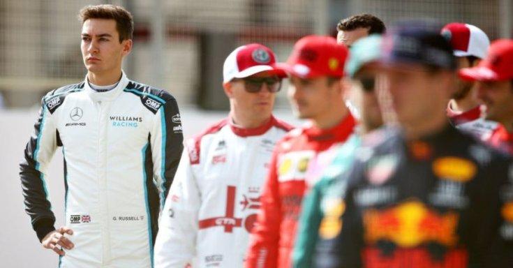 George Russell a Williams szerelésében, előtérben Kimi, Leclerc, Vettel és Verstappen