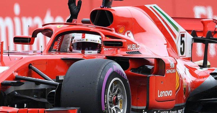 Sebastian Vettel a Ferrariban integet