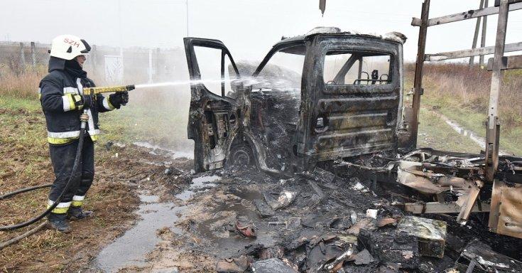 Szénné égett Iveco oldalról
