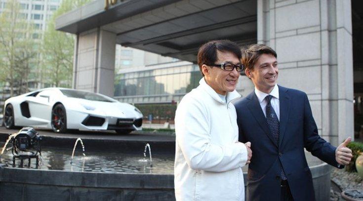 Jackie Chan átveszi a Lamborghinijét