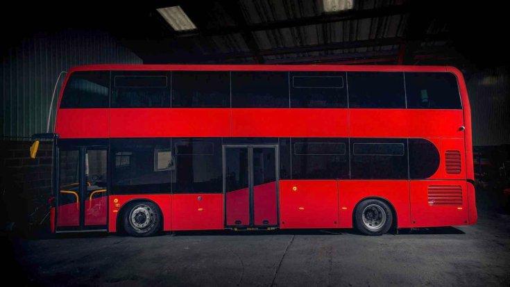 Equipmake Jewel E tisztán elektromos emeletes busz oldalról