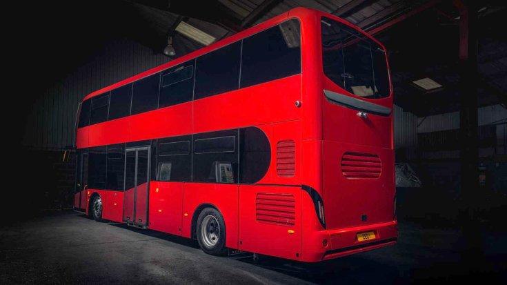 Equipmake Jewel E tisztán elektromos emeletes busz hátulról