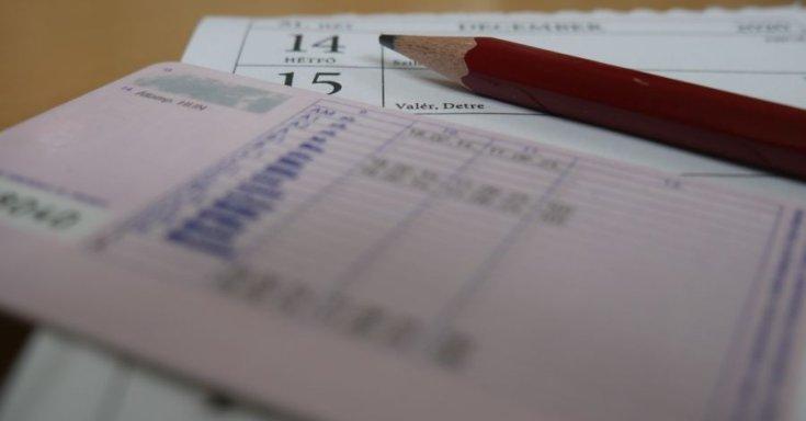 jogosítvány naptáron, ceruzával