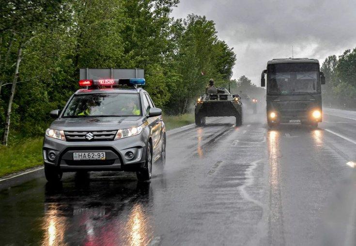 Katonai menetoszlop vonul a magyar utakon