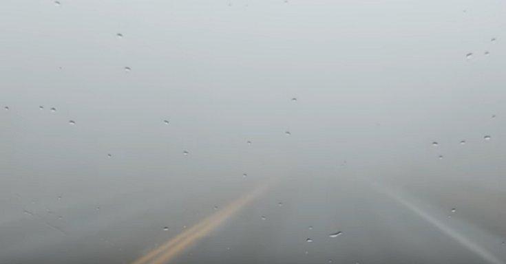 Ködbe burkolózó útszakasz