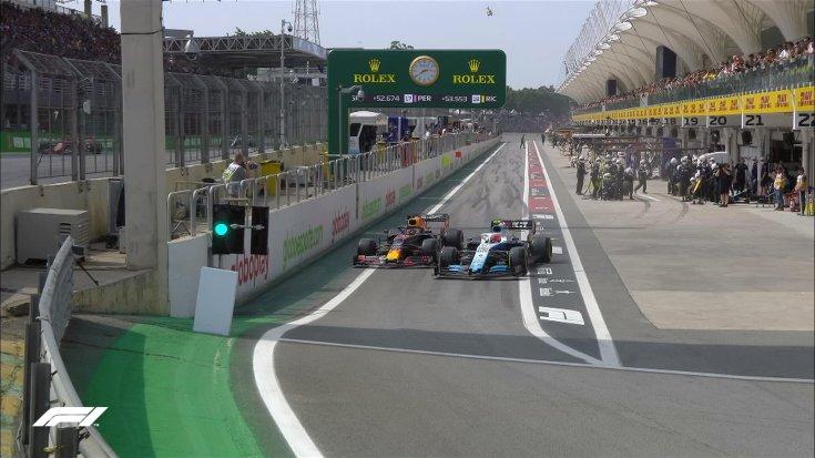 Kubica vág be Verstappen elé a boxutca kijáratánál