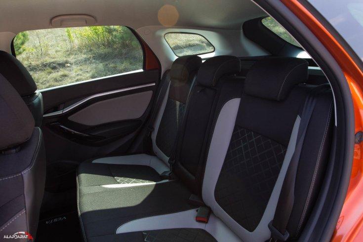 Lada Vesta SW Cross hátsó ülések