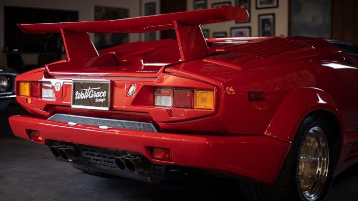 Lamborghini Countach hátulról