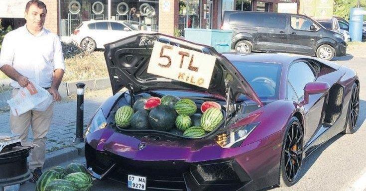 Dinnyékkel megpakolt Lamborghini Aventador