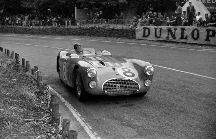 Pierre Levegh 1952-ben Le Mans-ban a Talbot-Lagóban, menet közben