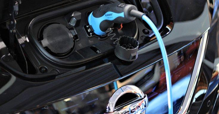 Nissan LEAF elektromos töltő csatlakozó