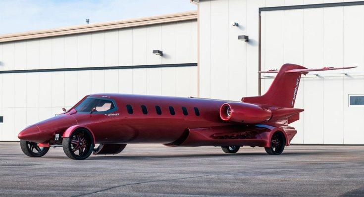 Limo-Jet modell egy reptéren oldalról, szemből