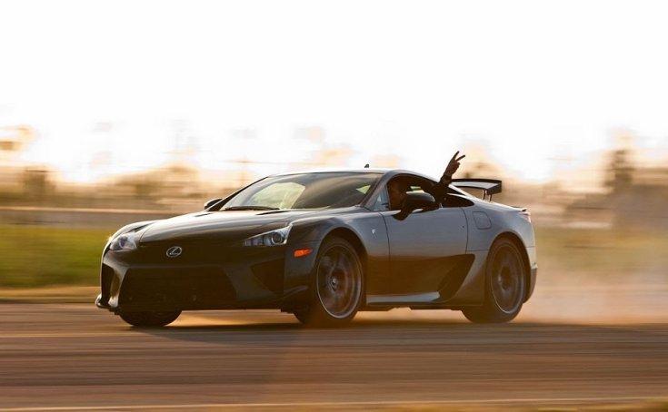 Lexus LFA szuperautó driftelés közben