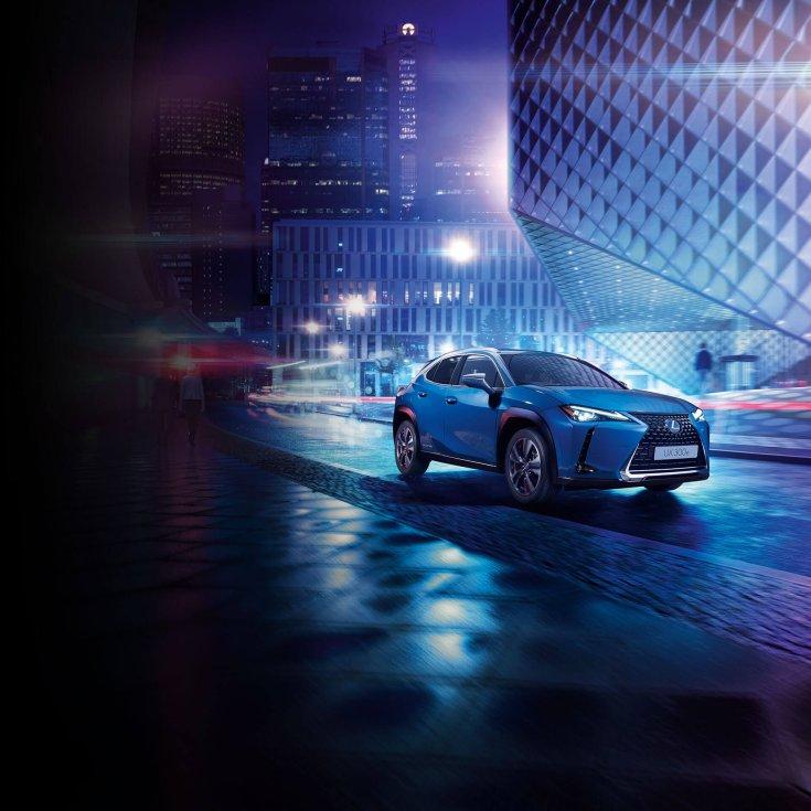 Lexus UX 300e oldalról
