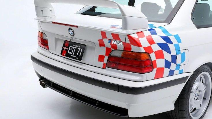 Paul Walker BMW M3-asának hátulja