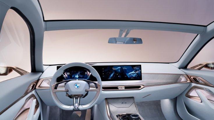 A BMW i4 EV belseje