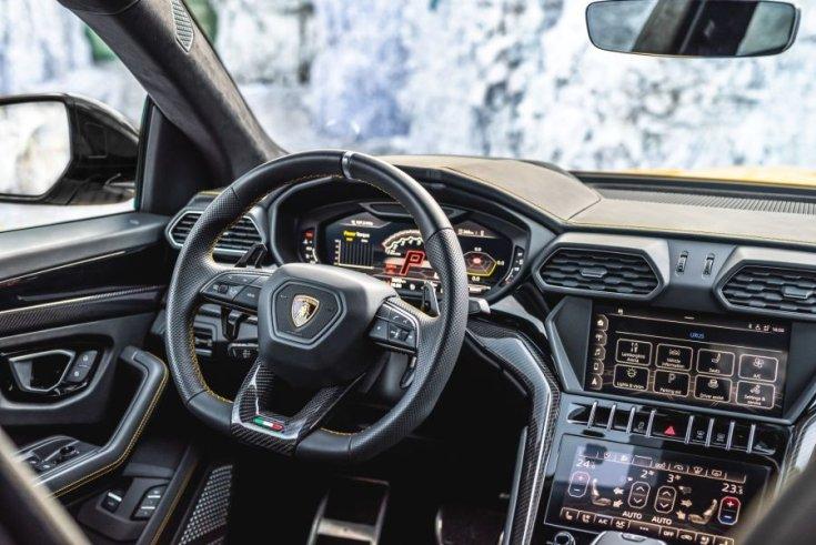 Lamborghini Urus Manhart interior
