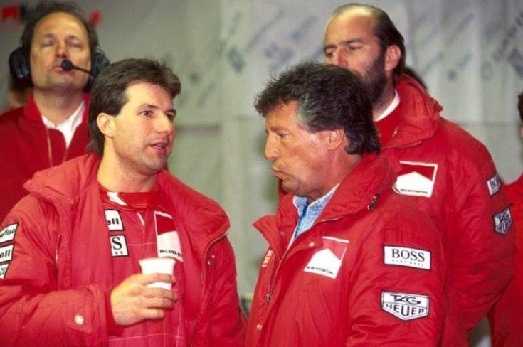 Michael és Mario Andretti a McLarennél, háttérben Ron Dennis csapatfőnökkel.