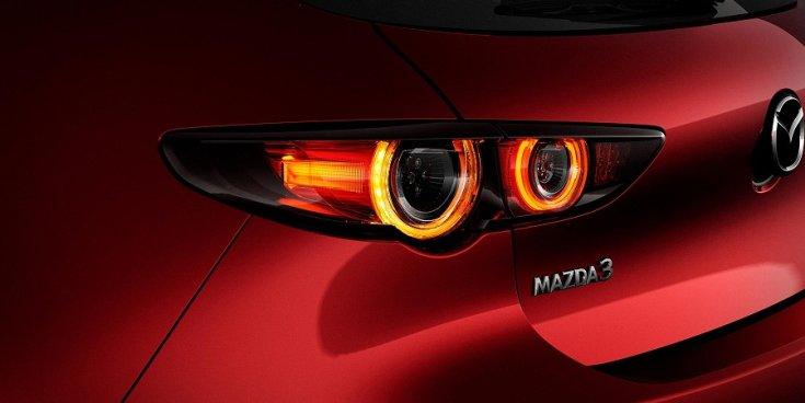 Mazda 3 hátsó lámpa