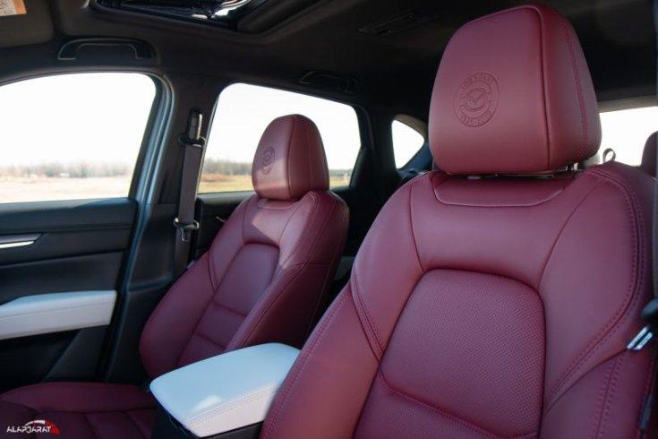 Mazda CX-5 Skyactiv-G194 AWD 100 Years Edition első ülések
