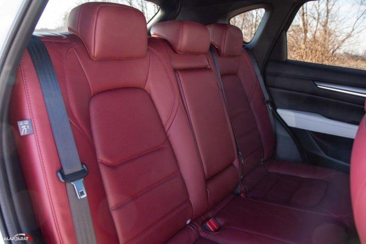 Mazda CX-5 Skyactiv-G194 AWD 100 Years Edition hátsó ülések