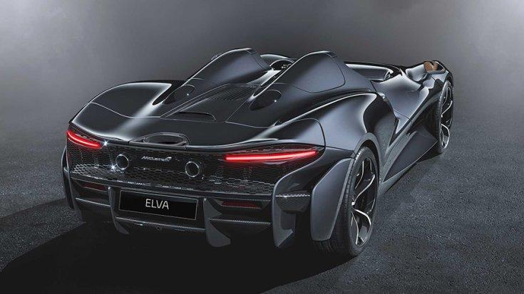 A McLaren Elva hátulról fotózva