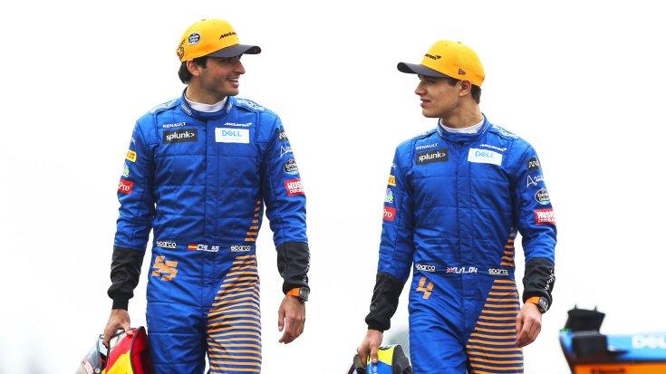 Carlos Sainz és Lando Norris szemből egymás mellett