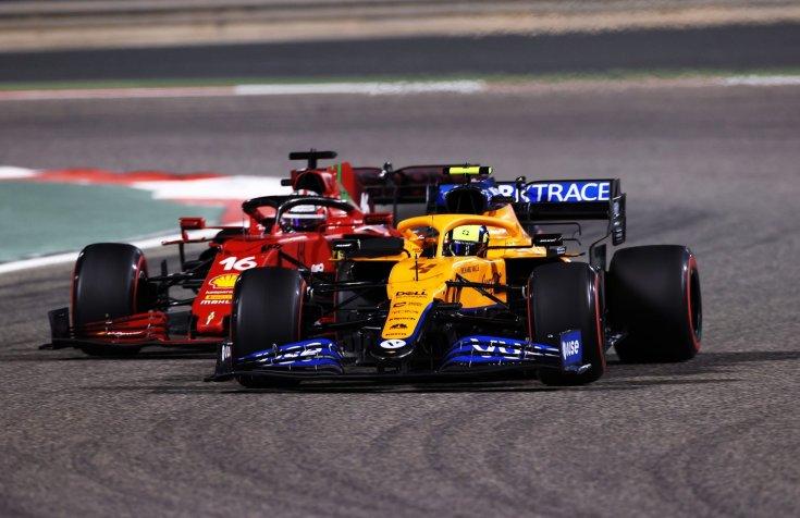 McLaren és a Ferrari egymás ellen menet közben szemből