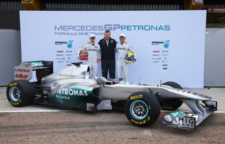 A Mercedes GP Petronas csapatfőnöke és a pilóták