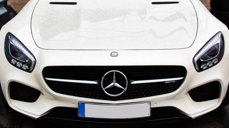 Mercedes szemből