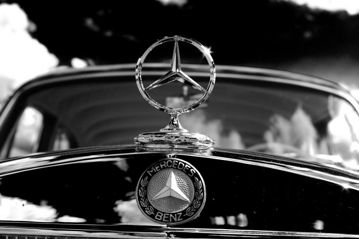 Mercedes-Benz logó