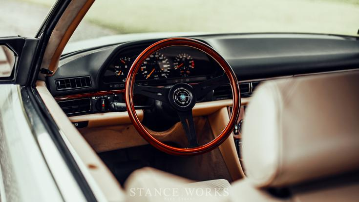 Kamil Andrysiak Mercedes 500SEC tuning beltér