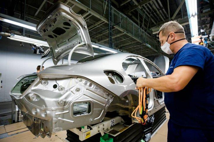Készül egy új autó a Mercedes-kecskeméti gyárában