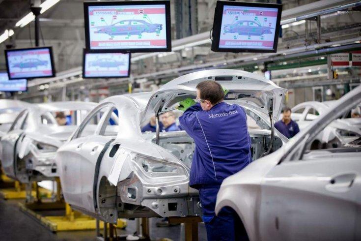 Mercedesek összeszerelése a kecskeméti gyárban