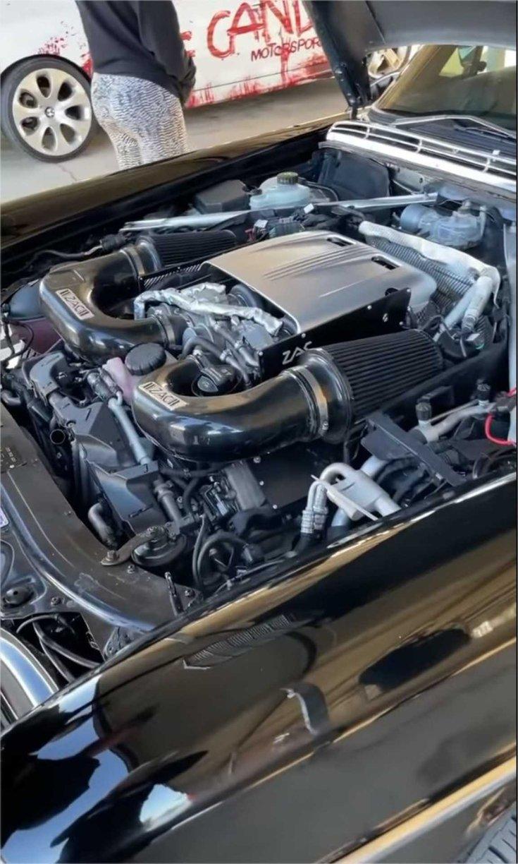 V8-as motor
