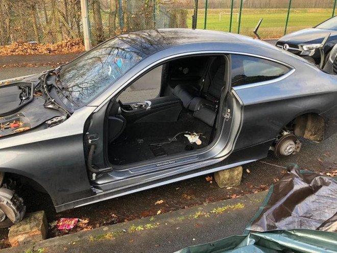 Lecsupaszított Mercedes