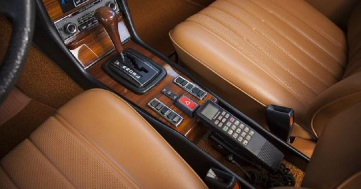 1976 Mercedes W123 autóstelefon, felülnézet