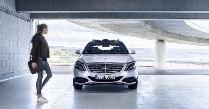 Mercedes-Benz S-osztály, tanulmányautó, 2019, ezüst, elölnézet, balra női alak