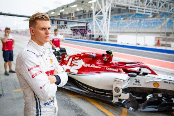 Mick Schumacher az Alfa Romeo színeiben oldalról